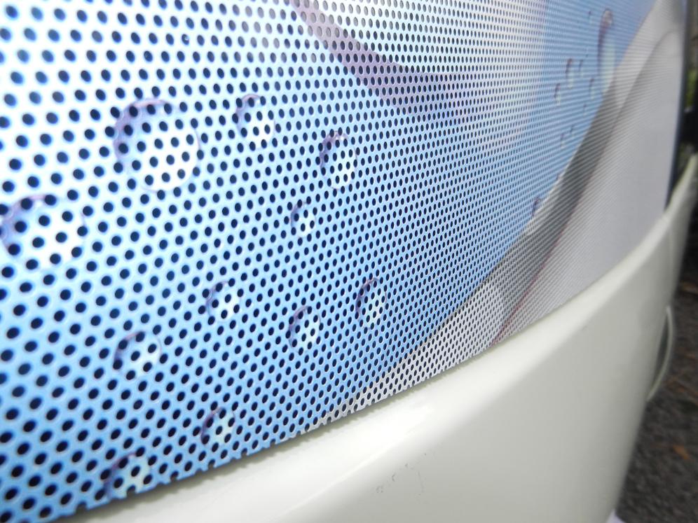 Impression numérique quadri sur film microperforé application sur vitre